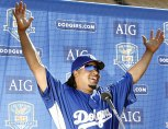 http://notinhd.files.wordpress.com/2008/12/manny-ramirez-arms-up.jpg